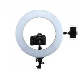 Ringlys CLR-60W har fester for montering av kamera, telefon totalt 5 steder.
